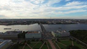 4k κεραία της Άγιος-Πετρούπολης με την άποψη σχετικά με τον τομέα του Άρη και του ποταμού Neva απόθεμα βίντεο