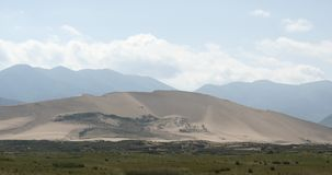 4k μακριά τοπίο ερήμων & λιβαδιών, landform οροπέδιων, Qinghai, βορειοδυτική Κίνα απόθεμα βίντεο