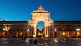 4k νύχτα timelaspe του τετραγώνου εμπορίου - Parça κάνετε το commercio στη Λισσαβώνα - την Πορτογαλία - UHD απόθεμα βίντεο