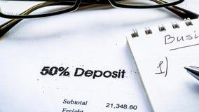 4K οικονομική επιχειρησιακή έννοια με τα γυαλιά, τα διαγράμματα και τα κέρδη αποθεμάτων απόθεμα βίντεο