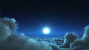 4k πτήση νύχτας στη μάζα σύννεφων, το φεγγάρι & τον ουρανό ουρανού, μακρινό διάστημα μεγάλου υψομέτρου απεικόνιση αποθεμάτων