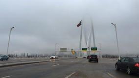 4K στενή άποψη UltraHD της κυκλοφορίας στη γέφυρα της Margaret Κυνήγι στο Ντάλλας απόθεμα βίντεο
