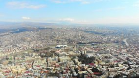 4k τοπίο Tbilisi, Γεωργία πόλεων ματιών πουλιών άποψης απόθεμα βίντεο