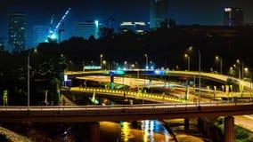 4K χρόνος-σφάλμα της κυκλοφορίας στην ανταλλαγή αυτοκινητόδρομων τη νύχτα στη Κουάλα Λουμπούρ Μαλαισία 4K timelapse απόθεμα βίντεο