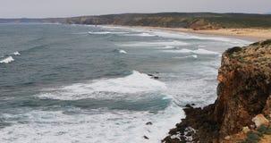 4K όμορφη παραλία UltraHD με τα κύματα σερφ φιλμ μικρού μήκους
