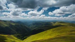 4K όμορφο καλοκαίρι τοπίων χρονικού σφάλματος στα Καρπάθια βουνά φιλμ μικρού μήκους