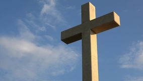 4K Большой крест на держателе Srd низкая гора в Дубровнике, Далмации, Хорватии видеоматериал