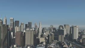 4k вид с воздуха городского здания, летание через NewYork, стройка современного мира видеоматериал