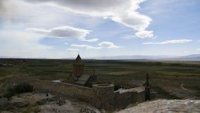 4K заволакивает timelapse монастыря Ориентир ориентир в поле Известное место акции видеоматериалы