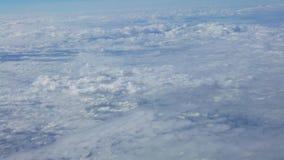 4K, прекрасный вид неба и облака со светом солнце сверху видеоматериал