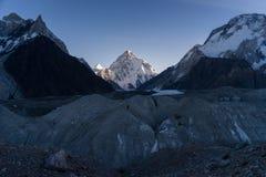 K2在日出的山峰,第二座highes山在世界上 库存图片