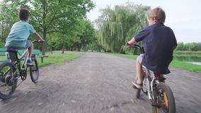 4K 孩子,骑自行车,自行车的朋友 股票录像