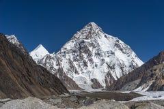 K2山峰在晴天, K2艰苦跋涉 免版税库存照片