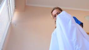 4K 慢的行动 在一个人的衣领的唇膏 妻子,删掉她的丈夫事,发现一个版本记录  影视素材