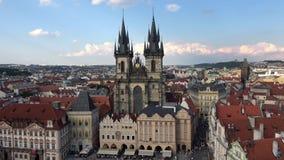 4K 我们的在Týn前的夫人教会,一个哥特式教会在布拉格奥尔德敦  股票视频