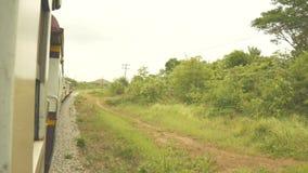 4K 老火车机车发动机运输技术 钢轮子齿轮 葡萄酒火车看法在铁路的从窗口 股票录像