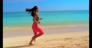 Γυναικών στην παραλία 4k απόθεμα βίντεο