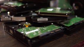 硬盘驱动器 被拆卸的硬盘驱动器4K 股票视频