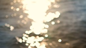 4K abstract achtergrond onscherp overzees strand bokeh met licht en het schitteren stock video
