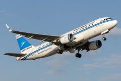 9K-AKI Kuwait Airways, flygbuss A320-200 Arkivbild