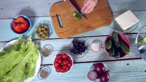 4k, alimento; cozinha; saudável; salada; cozimento; vegetariano; dieta; grego; coma; saboroso video estoque