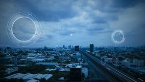 4K animatie van HUD-hoofd op vertoningsinterface met luchtmening van stad voor het futuristische concept van de cybertechnologie stock illustratie