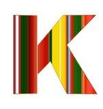 K-Buchstabe in den bunten Linien auf weißem Hintergrund Lizenzfreie Stockfotografie