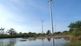 4K cênico da turbina eólica para o eco elétrico da geração e o poder limpo video estoque