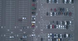 4k carpark顶面鸟瞰图与全部空置空间的安置通信图 影视素材