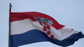 4K Chorwacja zaznacza falowanie w wiatrze na masztowym żakiecie ręki Chorwacja
