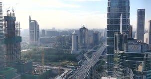 4k, circulación densa a través del distrito financiero central de Pekín, edificio urbano almacen de metraje de vídeo