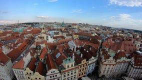 4K Cityscape av den gamla staden av Prague, Tjeckien r?da tak arkivfilmer