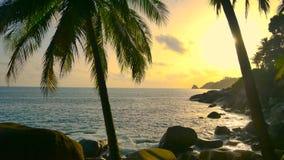 4K clips vidéo, coucher du soleil en mer terre 2019 à Phuket, Thaïlande banque de vidéos
