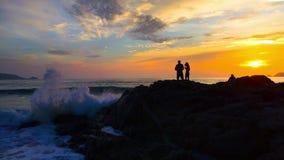 4K clips vid?o, coucher du soleil en mer terre 2019 ? Phuket, Tha?lande clips vidéos