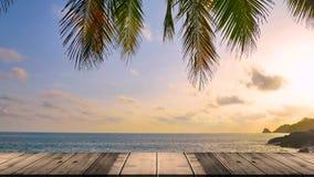 4K clips vid?o, mod?le en bois de terrasse sur le fond de mer de plage terre 2019 ? Phuket, Tha?lande banque de vidéos