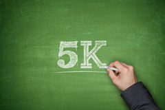 5K concept op bord stock fotografie