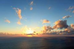 4K. Coucher du soleil de Timelapse sur la mer. Tremblement de terre. PLEIN HD clips vidéos