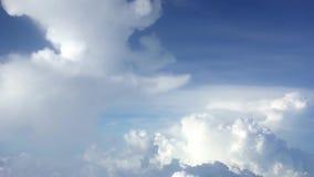 4K Cudowny widok niebo z góry i chmury, widzieć samolotowy okno zdjęcie wideo