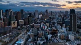 4K czasu filmowy upływ widok z lotu ptaka Osaka miasta linia horyzontu przy zmierzchem zbiory wideo