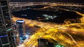 4k czasu upływ wysocy ruchów drogowych rozdroża w Dubai mieście zbiory wideo