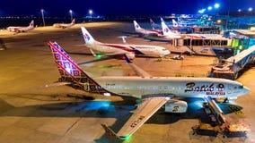 4k czasu upływu dzień noc samolot Malasia linii lotniczych transport W Kuala Lumpur lotnisku międzynarodowym, Malezja zdjęcie wideo