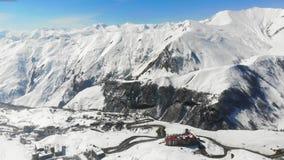 4k de Alpen van satellietbeeldfo, verbazende bergen in Georgië stock footage