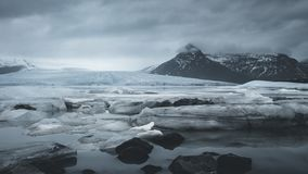 4K de film videofilm van de tijdtijdspanne van gletsjers in Fjallsarlon dichtbij Jokulsarlon-Gletsjerlagune, IJsland stock footage