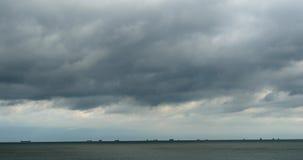 4k de fonkelende oceaanwolk van de de rotskust van zeewatergolven surface&coastal cloudscape stock footage