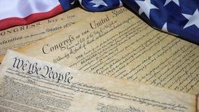 4k de Rekening van Verenigde Staten van Rechteninleiding bij de Grondwet en de Amerikaanse Vlag stock video