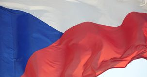 4k de Tsjechische vlag fladdert in wind stock footage