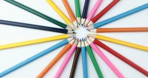 4k disegnano a matita il fondo Gruppo geometrico uniforme di matite grafiche stock footage