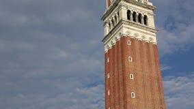 4K Dzwonnica piazza San Marco w Wenecja, Włochy Strzału panning w górę zbiory wideo