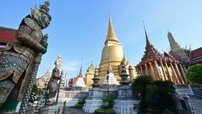 4K el templo de Emerald Buddha almacen de video