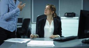 4K: En kvinnlig sekreterare kontrollerar någon finansiell rapport stock video